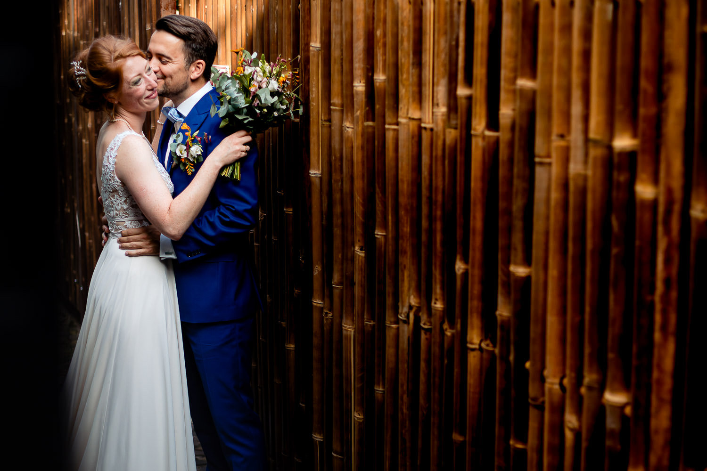 Bruidegom kust zijn bruid