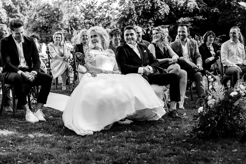 Bruidspaar van Married At First Sight lacht vrolijk